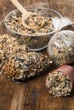 Herstellung von Zufuhren für Vögel von den Samen und vom Fett Lizenzfreie Stockfotografie