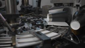 Herstellungsverfahren der Papierschale für Kaffee oder Tee Teile der drehenden Maschine stock footage