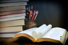 Hert gevormd boek stock afbeelding