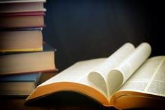 Hert gevormd boek stock foto's