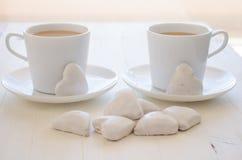 Hert-vorm koekjes en koffie Royalty-vrije Stock Foto's