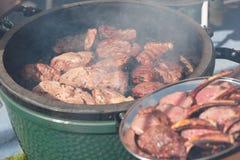 Hertevlees die bij de grill worden gebraden Stock Fotografie