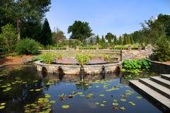 hertigen arbeta i trädgården p sarah Fotografering för Bildbyråer