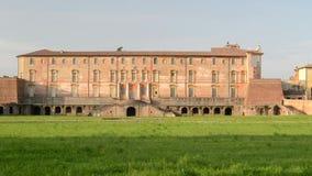 Hertiglig slott av Sassuolo, Estensi familj, från trädgården stock video