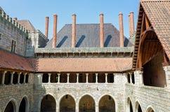 Hertiglig slott i Guimaraes, Portugal arkivbild