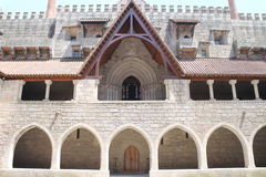 Hertogen van Bragança-de binnenplaats van het paleis & kapelportiek, Portugal Stock Afbeeldingen