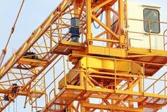 Herumdrehender Mechanismus des Turmkrans Stockfoto