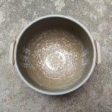 Hervidor de arroz de la abrasión fotos de archivo