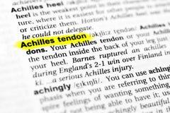Hervorgehobenes englisches Wort ` Achillessehne ` und seine Definition im Wörterbuch Lizenzfreie Stockfotografie