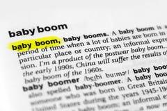 Hervorgehobenes englisches Wort ` Babyboom ` und seine Definition im Wörterbuch stockfoto