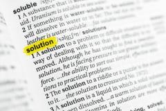 Hervorgehobenes englisches Wort u. x22; solution& x22; und seine Definition am Wörterbuch stockbild