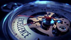 Hervorragende Leistung auf Taschen-Uhr-Gesicht Setzen Sie Zeit Konzeptes fest Wenden Sie getrennt auf weißem Hintergrund ein Lizenzfreie Stockfotografie