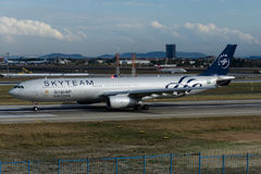 Herz-AQL Saudi Arabian Airlines-Luchtbusa330-343 SKYTEAM livrei Stock Afbeeldingen
