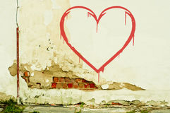 Herz auf alter Wand lizenzfreies stockbild