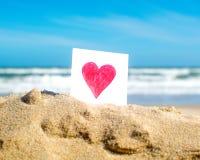 Herz auf dem Strand Stockbilder