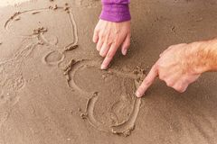 Herz auf einem Sand Stockfotografie