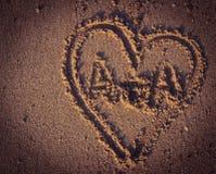 Herz auf einem Sand Lizenzfreie Stockfotos