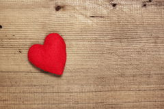 Herz auf hölzernem Hintergrund Stockfotos