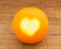 Herz auf Orange Lizenzfreie Stockfotos