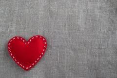 Herz auf rotem Hintergrund Lizenzfreies Stockfoto