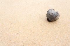 Herz auf Sand lizenzfreies stockbild