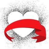 Herz auf Schmutzhintergrund mit rotem Band Stockfotografie
