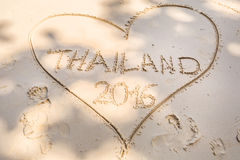 Herz auf weißem Sand Lizenzfreies Stockbild