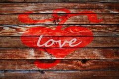 Herz am Bretterzaunliebe backgroun Valentinstag Stockfoto