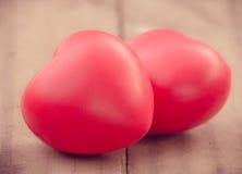 Herz der Liebe im Valentinstag auf hölzernem Stockbild