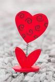 Herz der Liebe im Valentinstag auf Stein Lizenzfreie Stockfotos