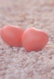 Herz der Liebe im Valentinstag auf Stein Lizenzfreie Stockfotografie