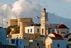 Herz des Dorfs von olympos mit Windmühlen und Pastellhäusern Lizenzfreie Stockfotografie
