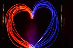 Herz durch Wunderkerzen Lizenzfreie Stockfotos