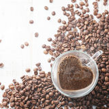 Herz-förmige Kaffeetasse Stockbilder