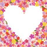 Herz-förmiger mit Blumenrahmen Stockfoto
