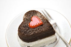 Herz-förmiger Schokoladen-Kuchen lizenzfreie stockfotos