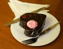 Herz-förmiger Schokoladen-Kuchen stockbilder