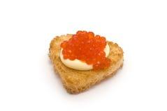 Herz-förmiger Toast mit rotem Kaviar Stockbilder