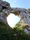 Herz-förmiges Loch auf dem Berg nannte PRIA-FOREN in Vicenza stockbild