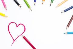 Herz-Form-Zeichnung auf Weißbuch Stockfotografie