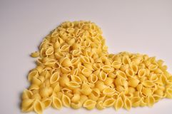Herz formte traditionelle italienische Nahrung der Teigwaren lizenzfreie stockbilder