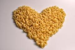 Herz formte traditionelle italienische Nahrung der Teigwaren stockbilder