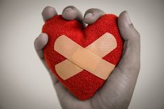 Herz gebrochen, Liebes- und Valentinsgrußtageskonzept Lizenzfreie Stockbilder