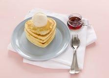 Herz-geformte Pfannkuchen Stockfoto