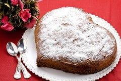 Herz-geformter Schokoladen-Kuchen Stockfotos