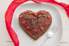Herz-geformter Schokoladen-Schokoladenkuchen Lizenzfreie Stockfotografie