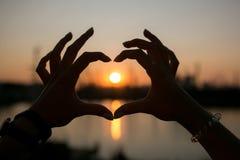 Herz gemacht von den Händen, Lizenzfreie Stockfotos