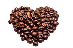 Herz gemacht von den Kaffeebohnen lokalisiert Lizenzfreies Stockbild