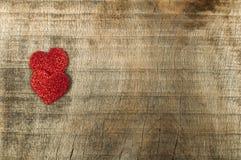 Herz gemacht von gekräuseltem rotem Papier Stockfotografie