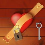Herz gesichert durch eine Haspe mit hölzernem Hintergrund Lizenzfreies Stockfoto